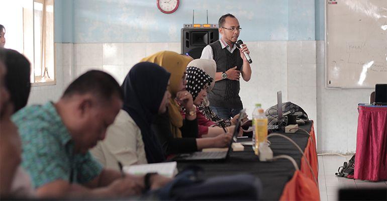 Pelatihan HOTS SMK Putra Indonesia Malang